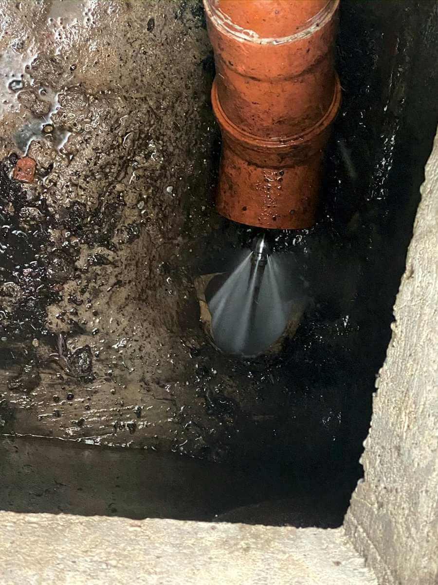 Čistenie kanalizácie vysokým tlakom - Banská Bystrica a okolie